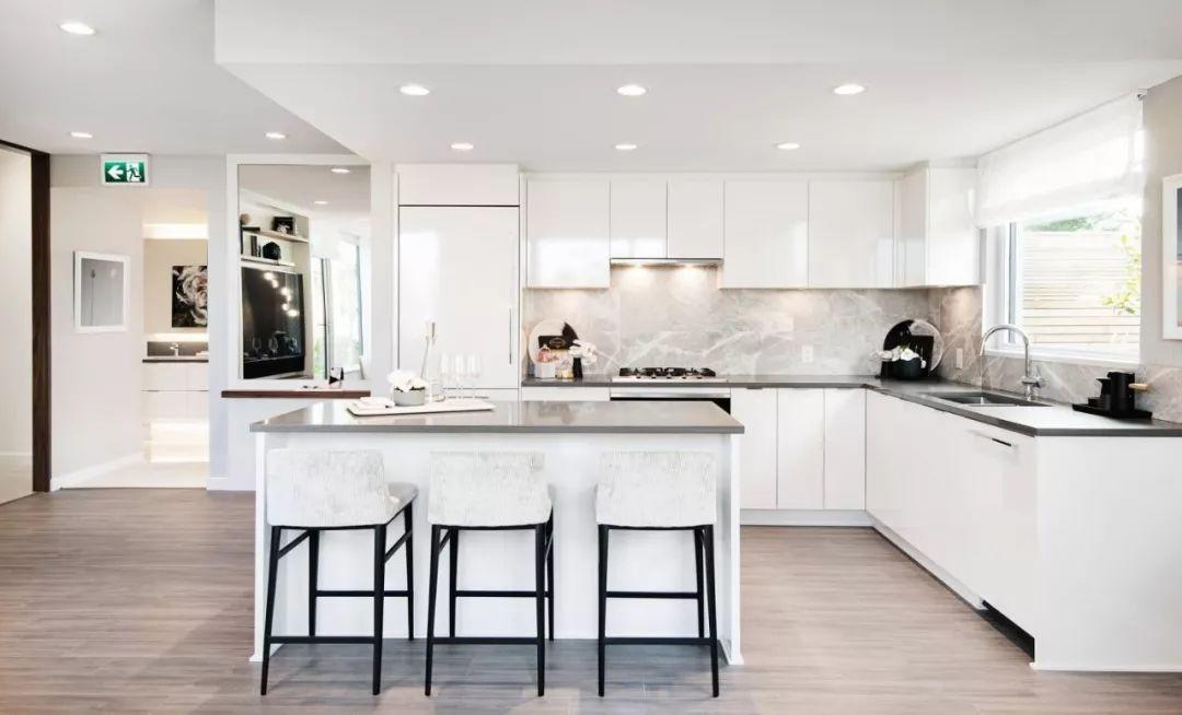 两房仅$59.99万起,列治文美食广场和社区公园畔全新水泥公寓项目