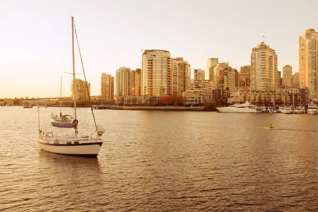 温哥华市中心黄金地段,尽享福溪水景全新一房+Den精品单位 | 户型赏析