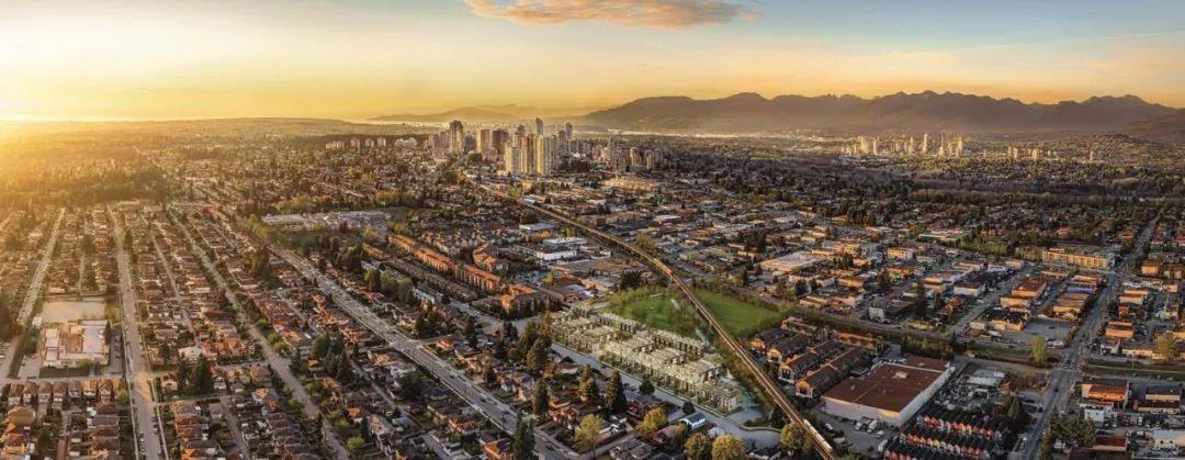 本拿比中心 Metrotown 商圈联排仅$70+万起,与大型公园为邻,享繁华与自然一体