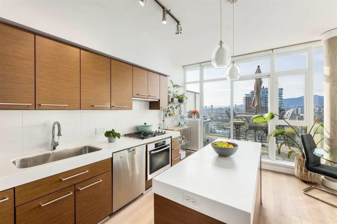 凭什么?温东一房老公寓竟以$110万一周内高价售出!?七月大温地产报复性全面反弹!