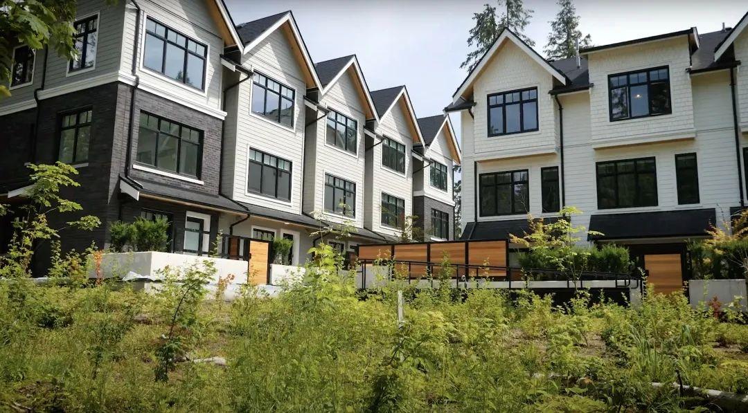 一线河岸联排尺价低至$700+,可枕潺潺水声入眠,即刻入住珍稀3-4房大户型