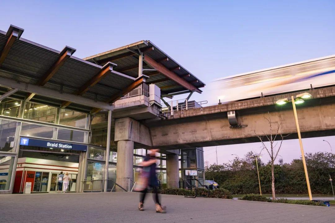 起价低至$29.99万,入住菲沙河畔法语社区高层公寓,天车站宜家等步行即达