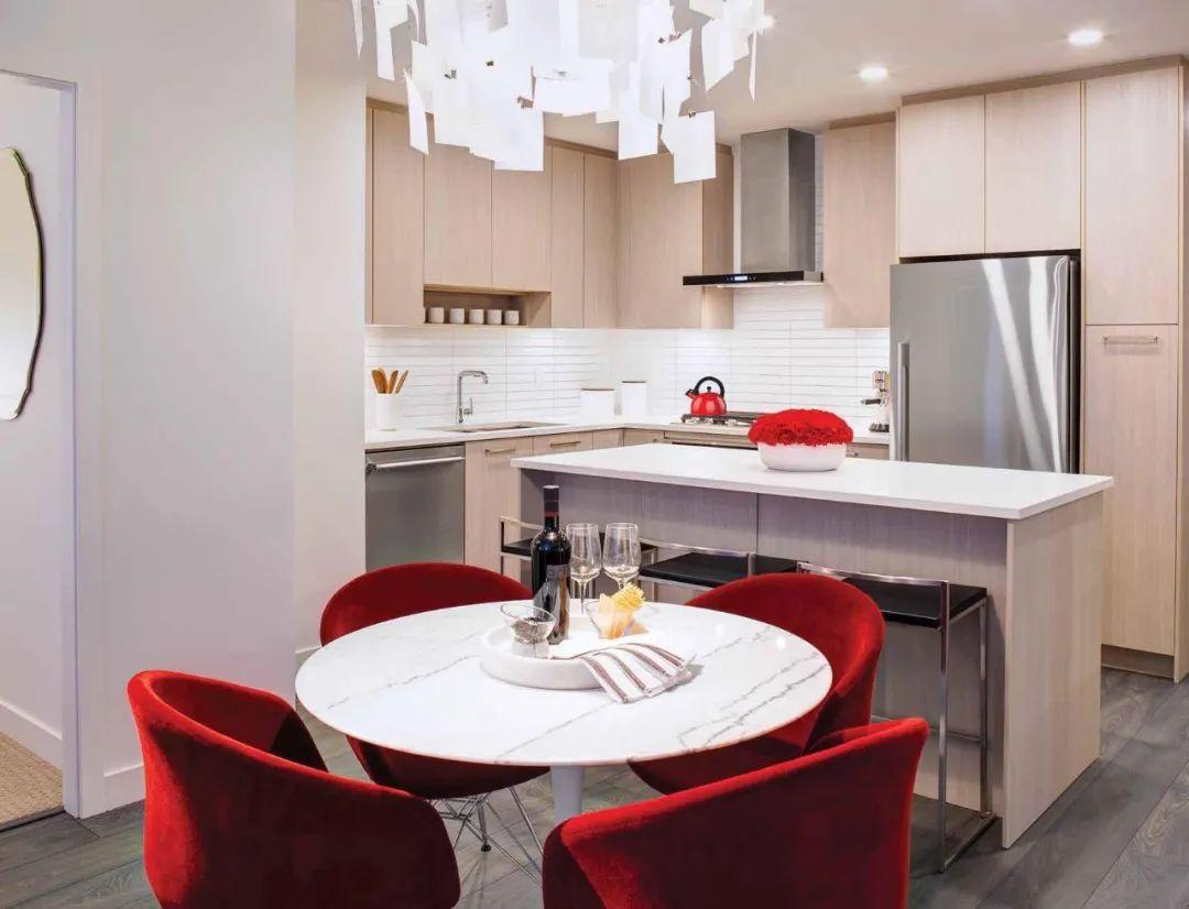 两房带车位低至$53.49万,入住紧邻天车站高贵林最高公寓,享空中会所一览壮阔景观