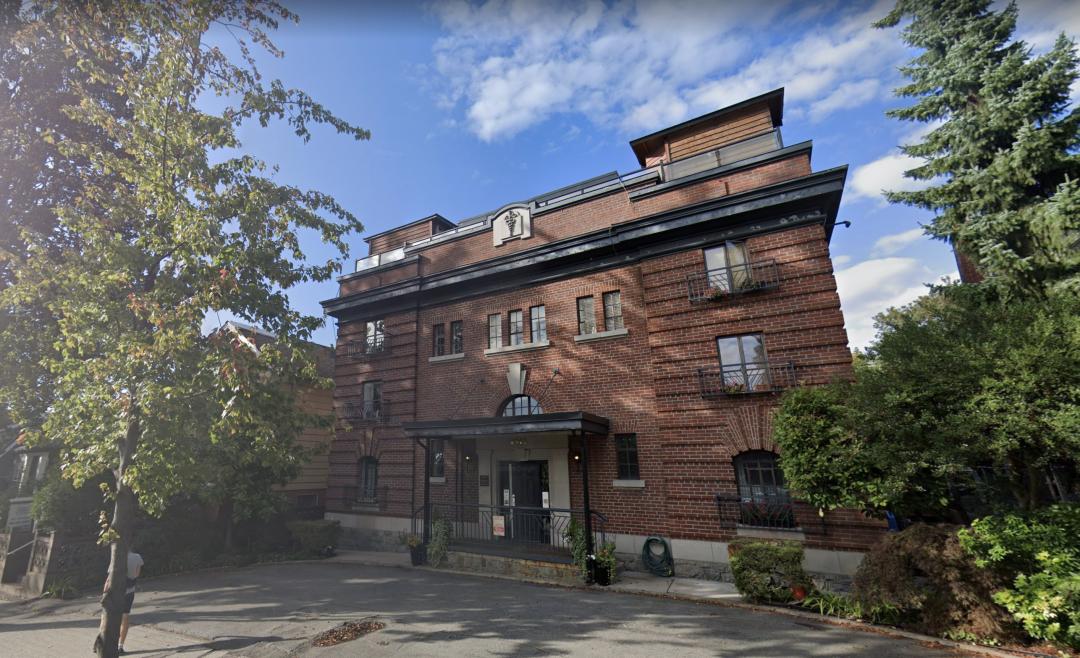 八月大温地产持续火热!温东百年房龄2房公寓,高出挂牌价$10万售出!
