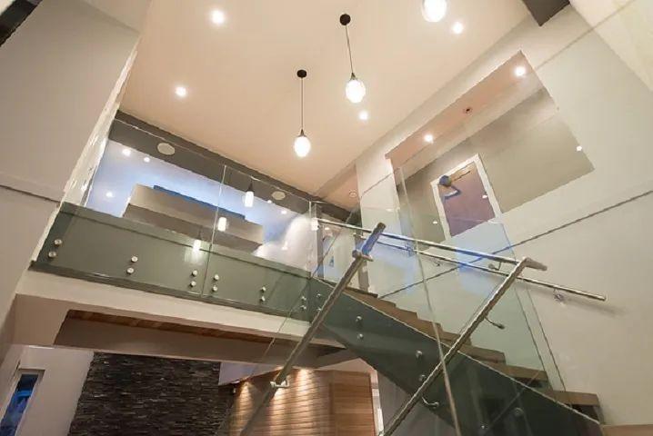 顶楼露台超2500尺,主卧竟是Loft!列治文海滨社区4房5卫独立屋 | 户型赏析